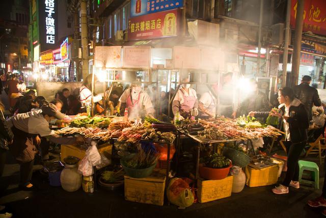 南宁最火爆的美食街 让吃货彻底疯狂