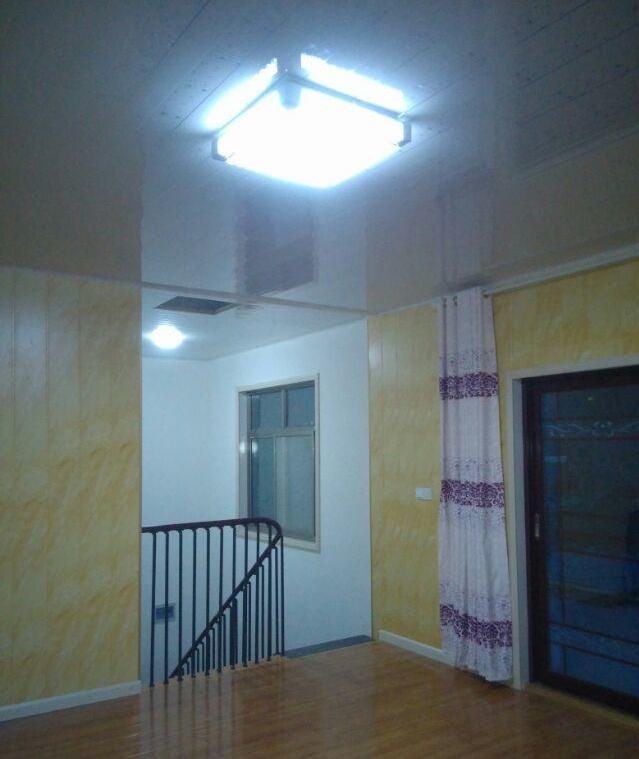 甘肃小伙走心建别墅 客厅装彩灯自觉高大上