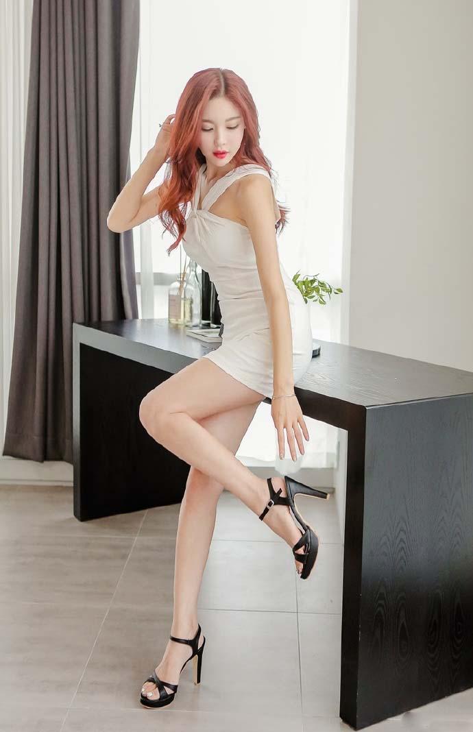 办公室女秘书包臀裙丝袜美腿性感制服写真