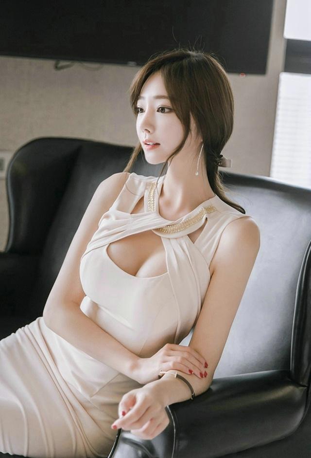 高清美女色_极品风情少妇美女白嫩巨乳诱惑裸色包裙性感