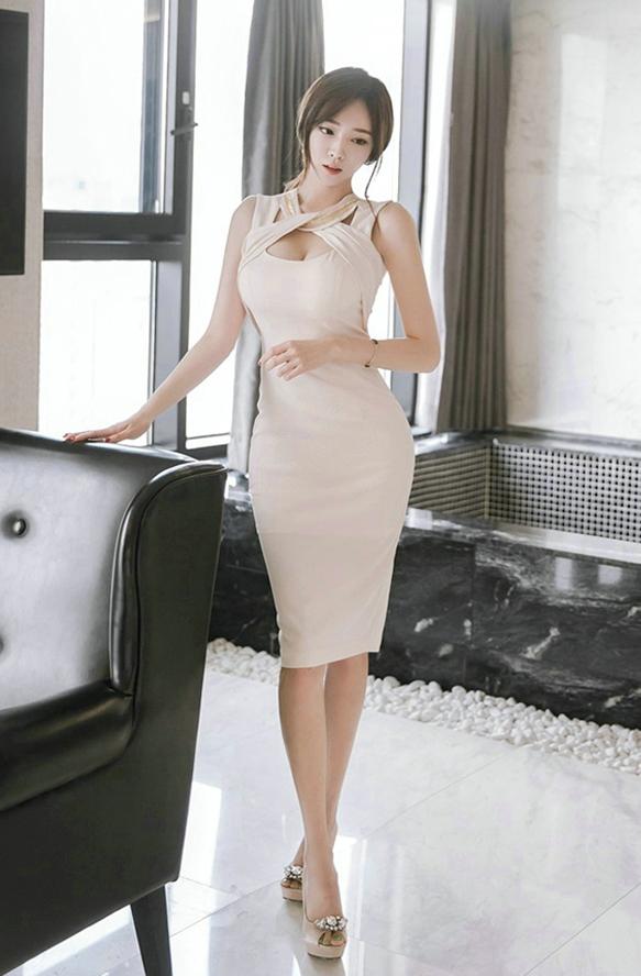亚洲色情巨乳美女_极品风情少妇美女白嫩巨乳诱惑裸色包裙性感