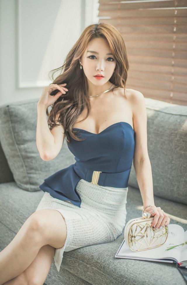 性感美女模特抹胸职业装酥胸诱人写真