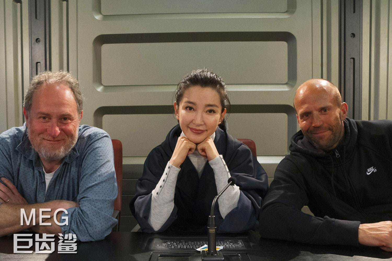 导演乔·德特杜巴(左),主演李冰冰,主演杰森斯坦森接受媒体访问