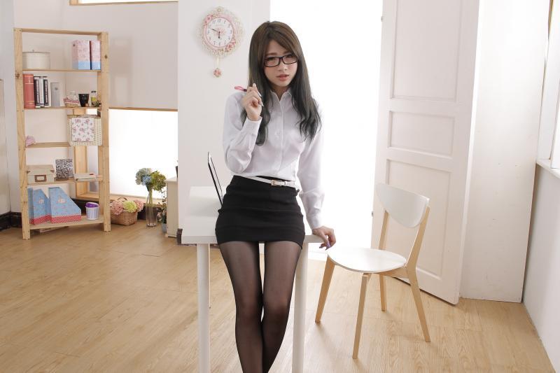清纯少女�9��ya�y�'��-yol_清纯美女秘书小刘ol白领制服性感写真套图