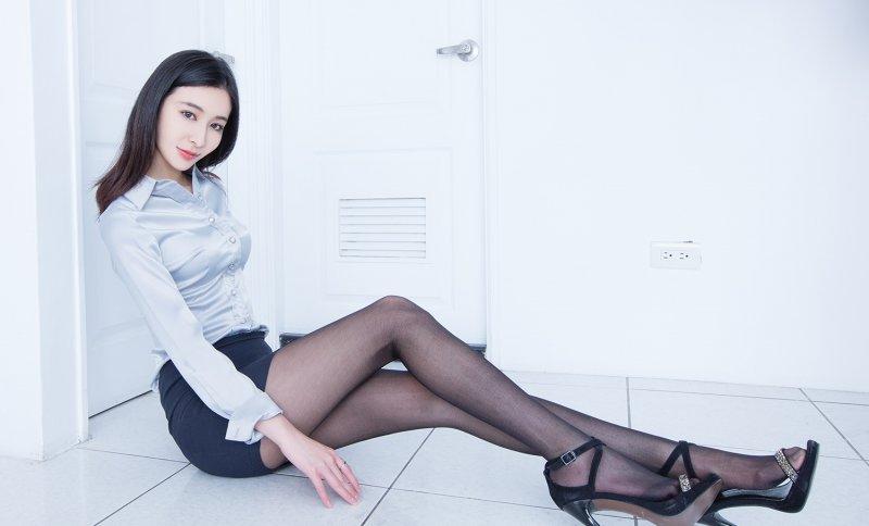 欧美黑丝制服_黑丝美腿少妇制服性感撩人写真