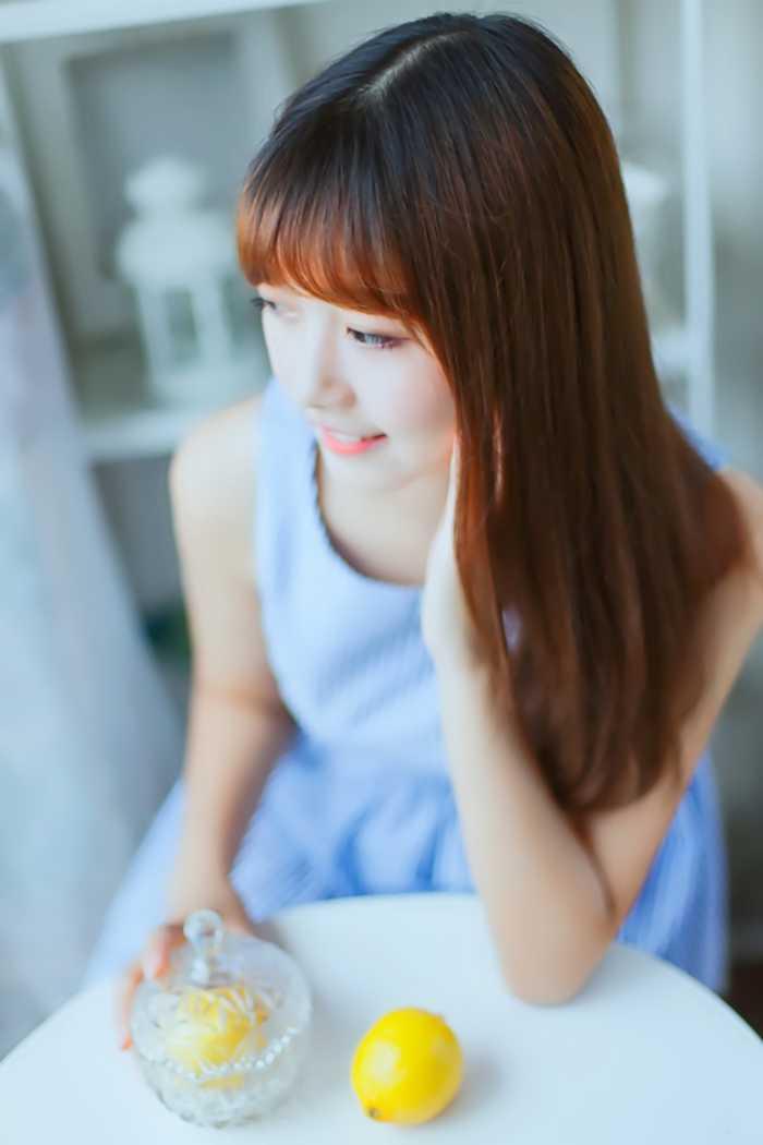 清新可爱柠檬女孩甜美笑容清凉写真