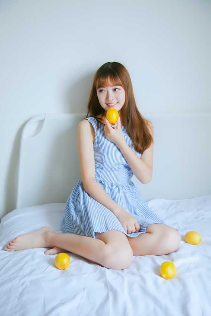 清新可爱柠檬女孩甜美笑容清凉写真_图片新闻_东方头条