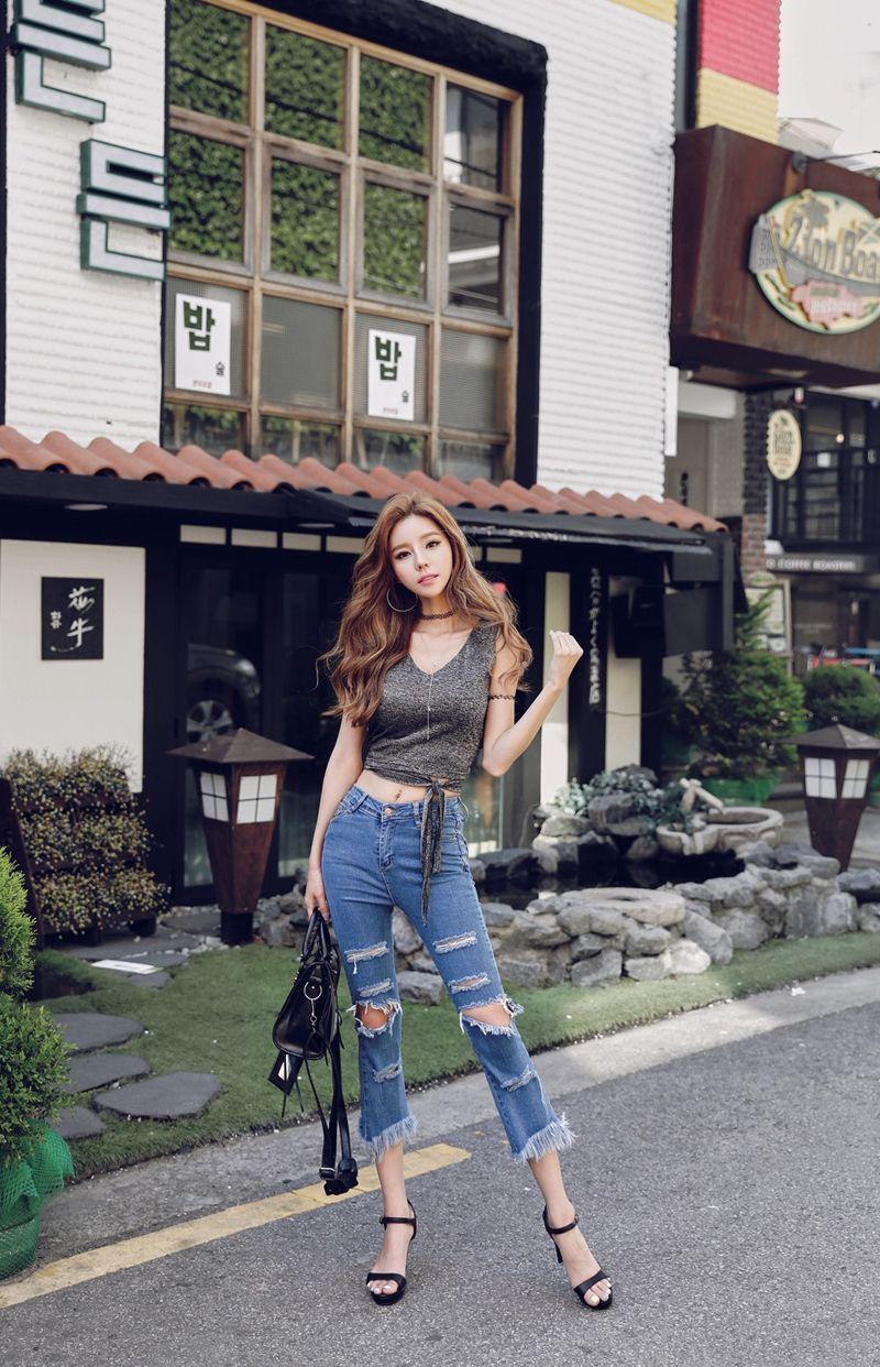 美女模特性感背心帅气街拍高清写真
