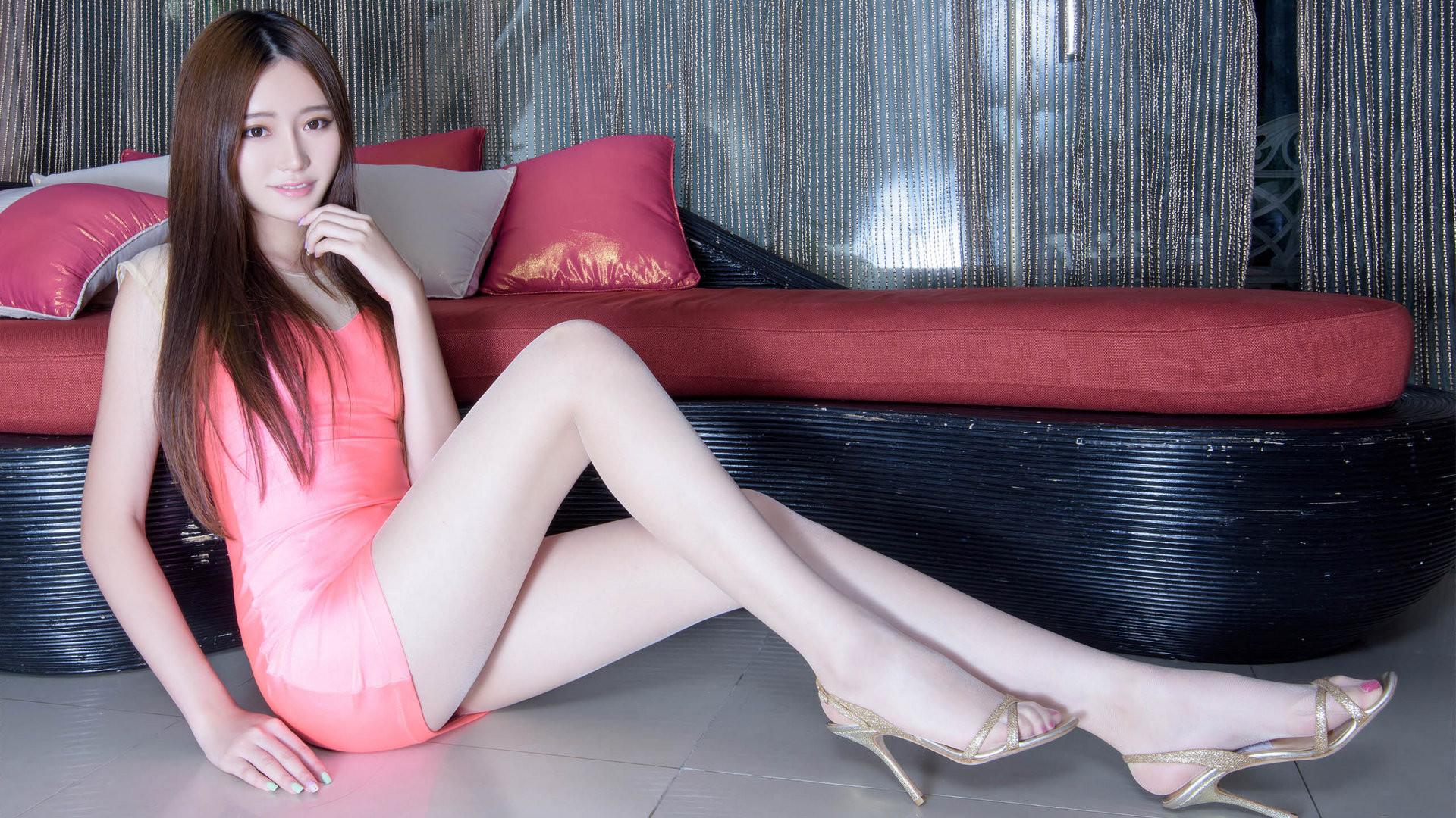 美女丝袜被�_性感美女美腿丝袜翘臀诱惑私房照