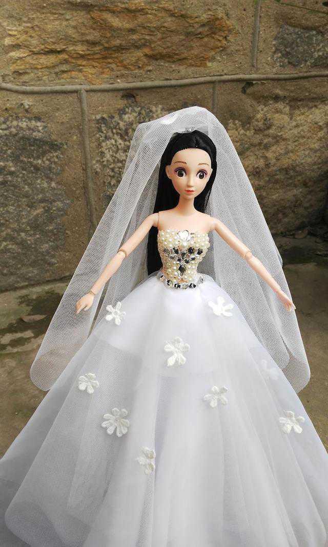 喜欢婚纱芭比娃娃的过来看看