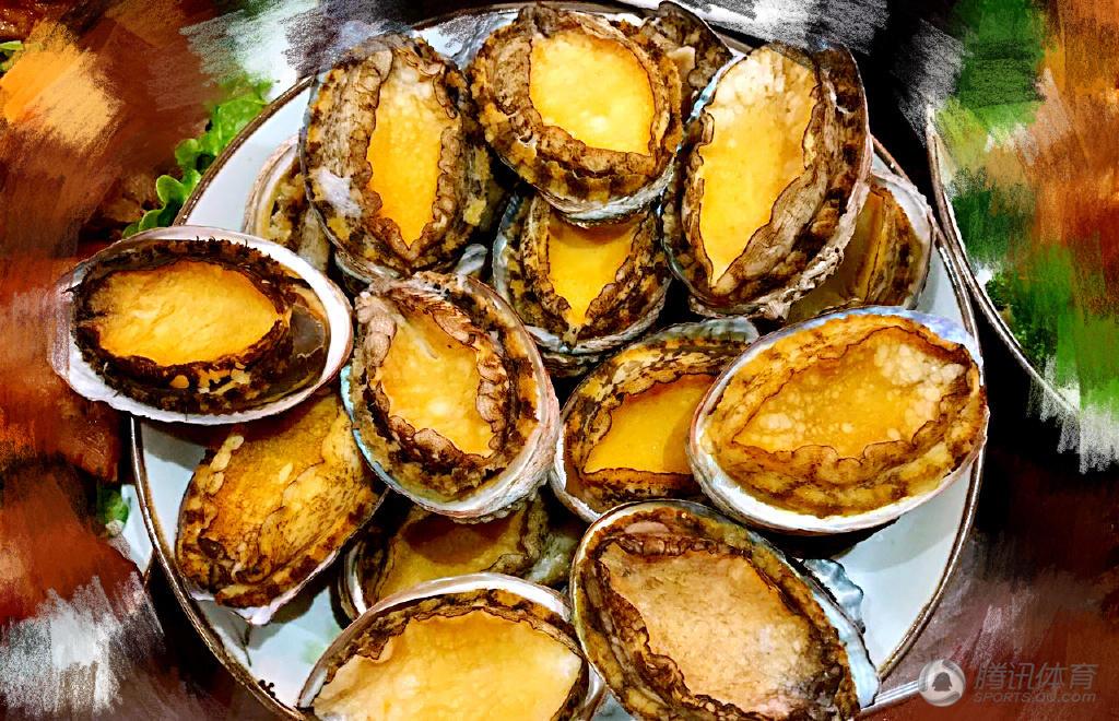 高清:杨旭过年吃海鲜大餐 家人团聚气氛温馨