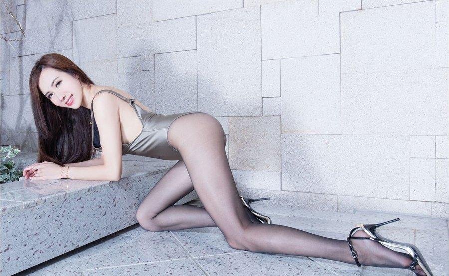 性感黑丝袜美女dora大胆撩人美女私密图片