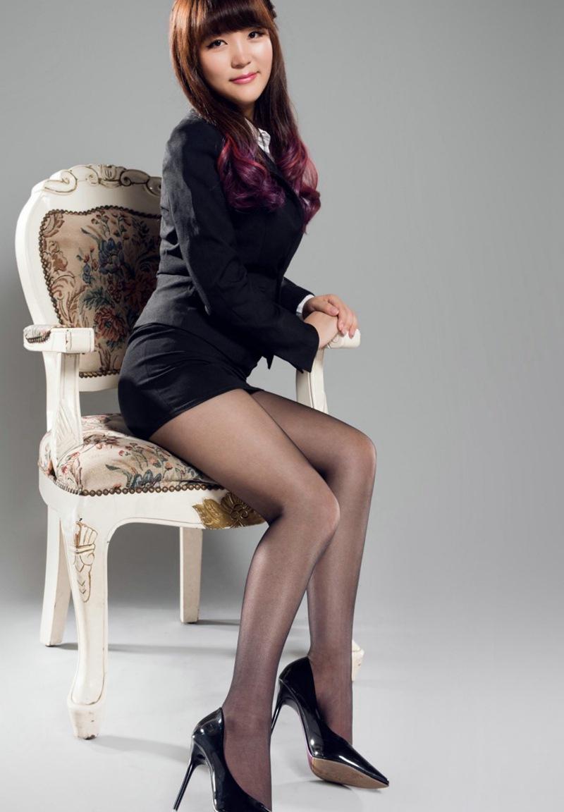 美妇套动_极品黑丝美妇美腿妩媚私房写真