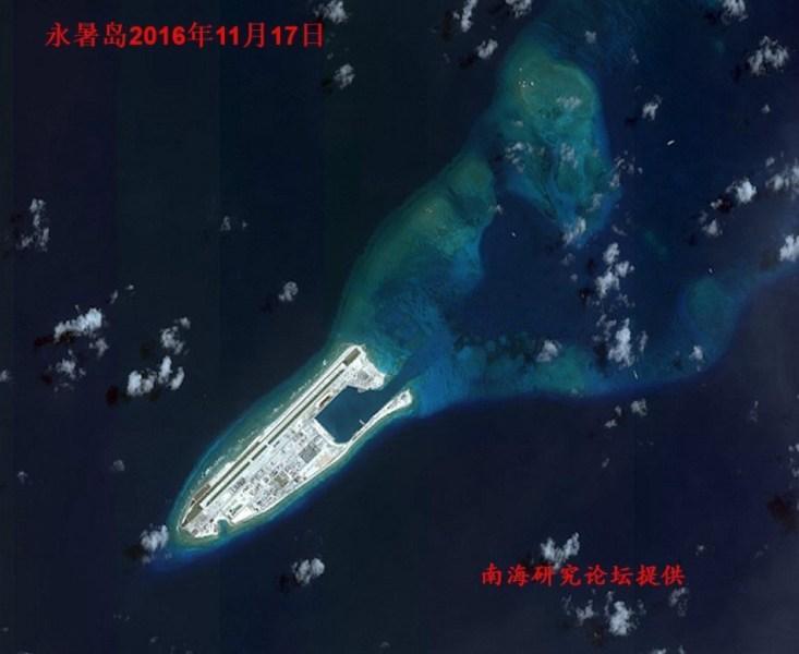 """南海岛礁最新卫星照曝光 宛如""""红警基地"""""""