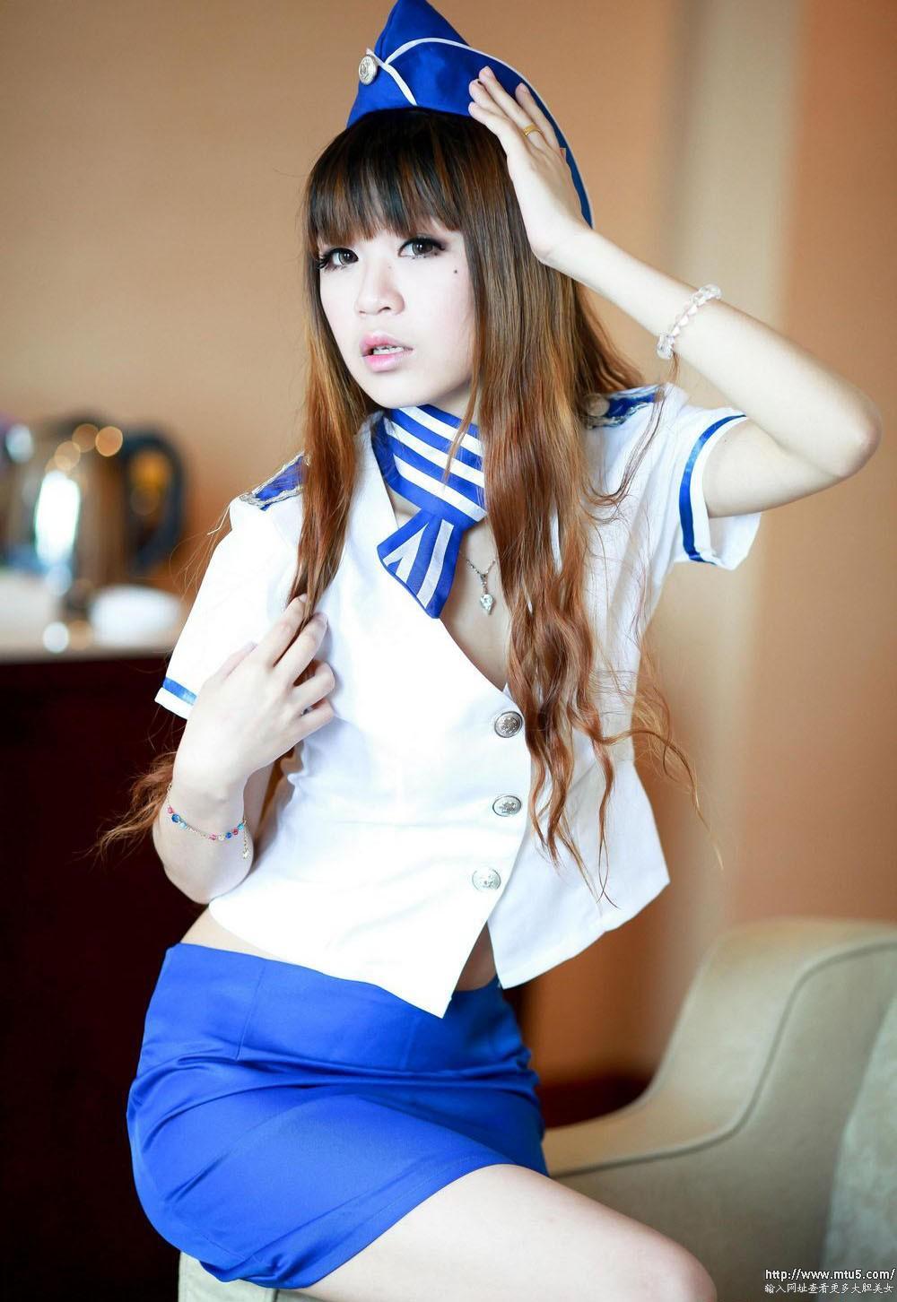 漂亮中国空姐制服美女超大胆�_大胆性感美女空姐制服诱惑妩媚撩人写真