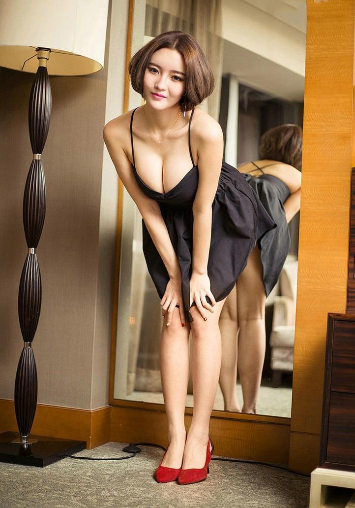 性感美女妈妈网新闻_极品高跟鞋美女性感美腿俏丽写真_图片新闻_东方头条