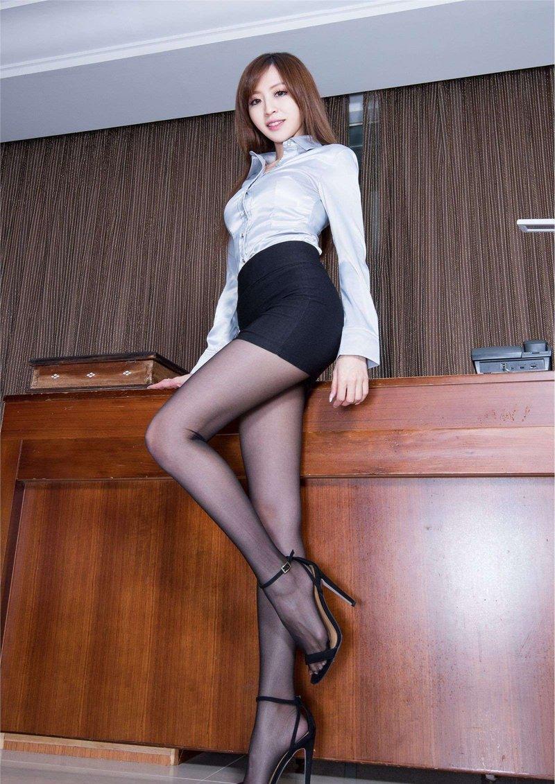 办公室性感黑丝袜诱惑美女秘书写真