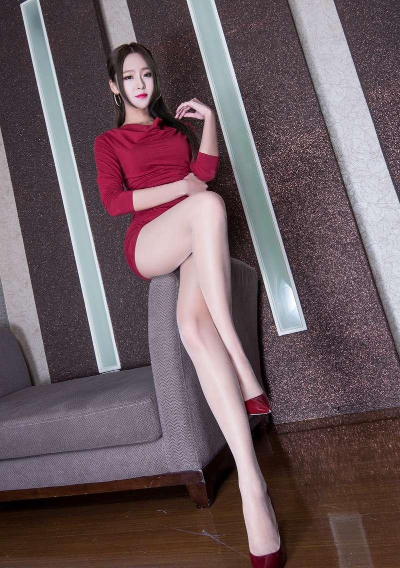 亚洲唯美丝袜_亚洲美女winnie修长美腿丝袜诱惑大胆写真