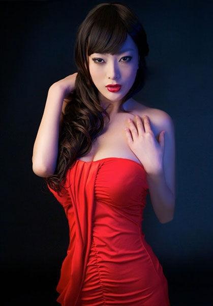 东方新闻李�_王李丹妮性感写真_图片新闻_东方头条