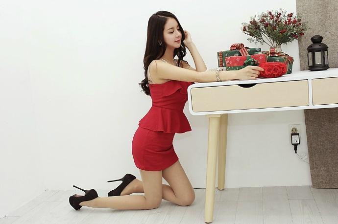 有美女�9��y�9�-yol_性感知性美女ol大奶美腿私房写真