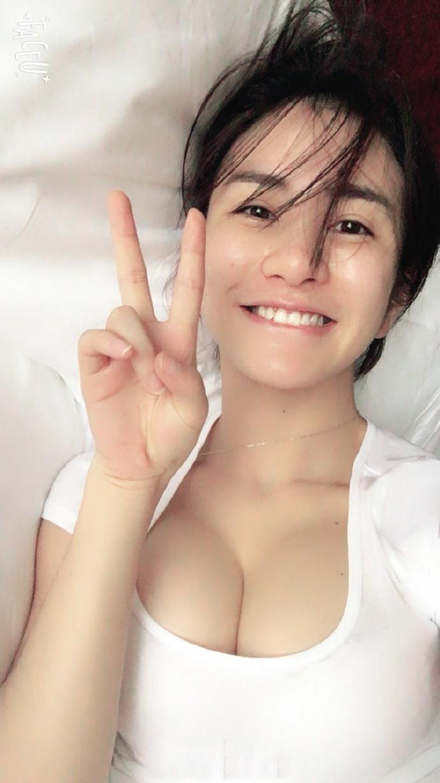 女人大胆祼照_巨乳美女李七喜大胆私房自拍照