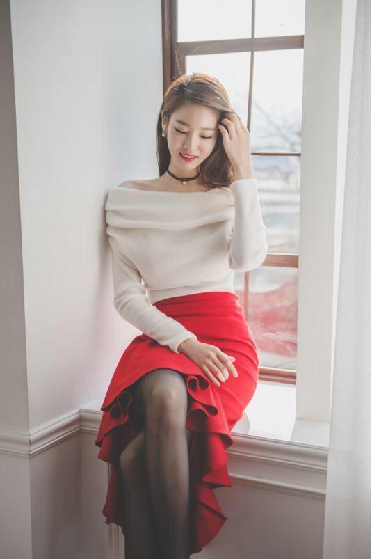 长腿黑丝气质型美女写真