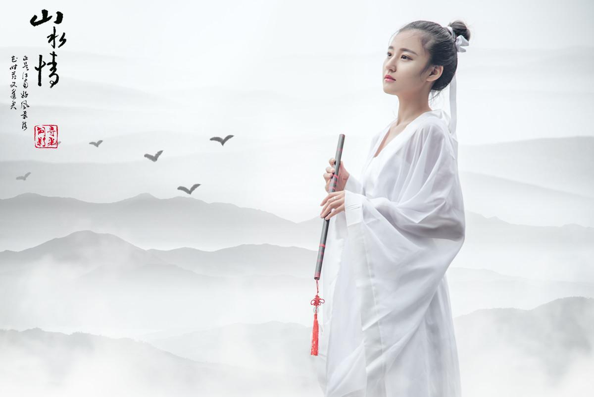 古装白裙美女演绎小狐仙图片