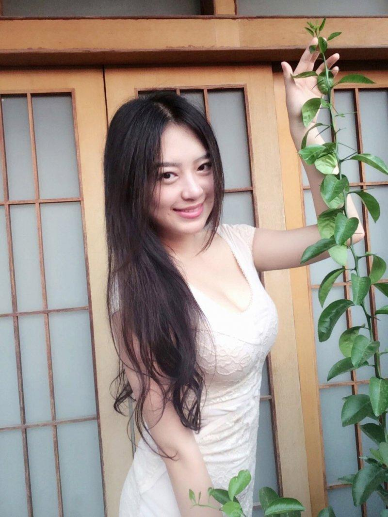 重庆美女大胸翘臀性感妖娆私房写真图片