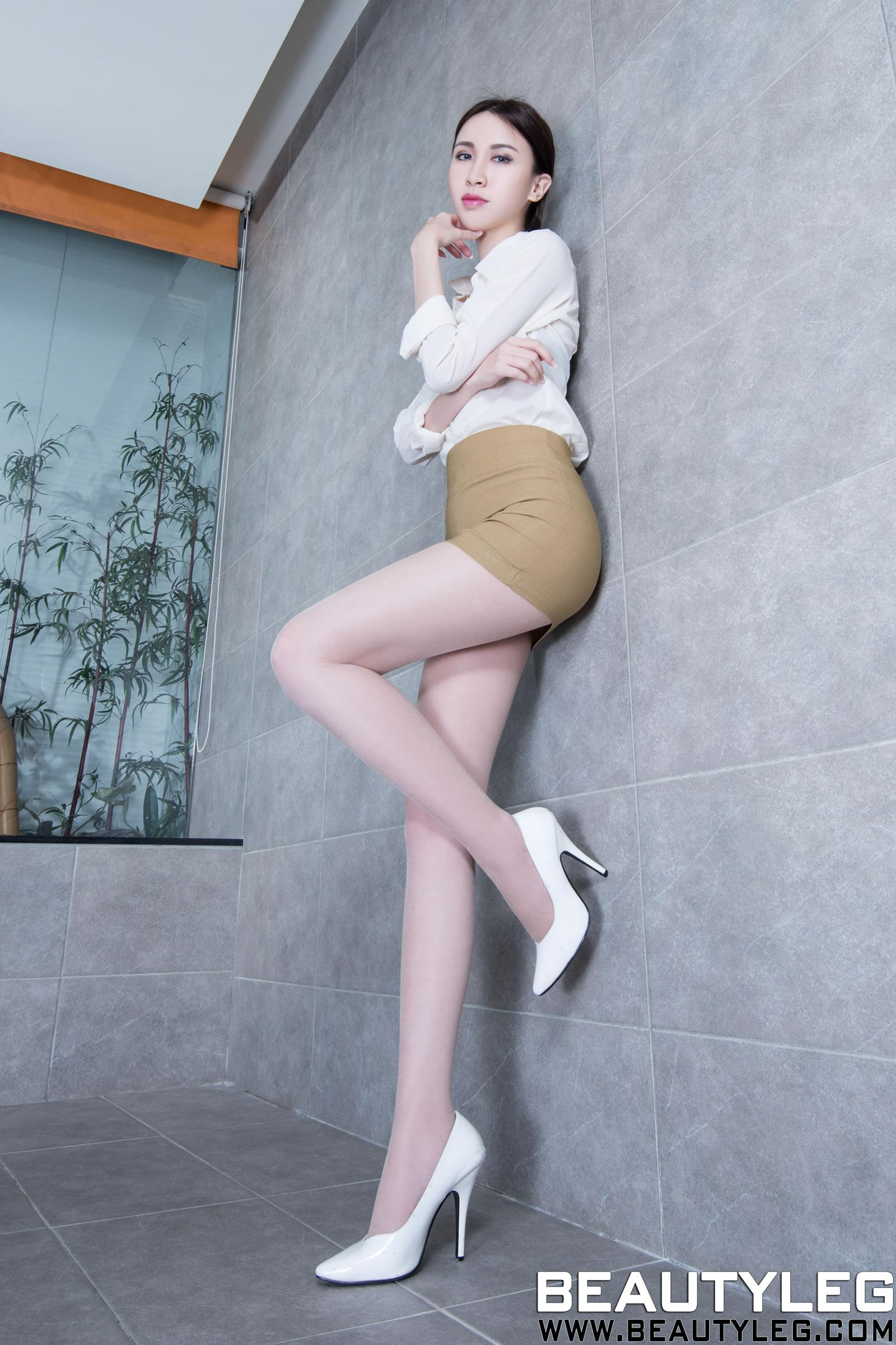 操骚制服少妇图_台湾美女秘书制服诱惑惹火肉丝私房照