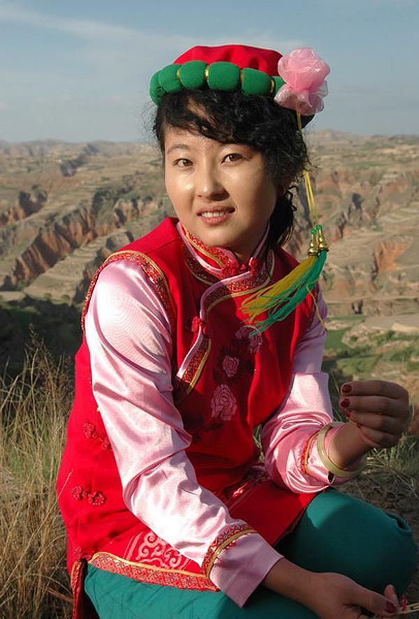 东乡族美女图片 东乡族民族服饰图片