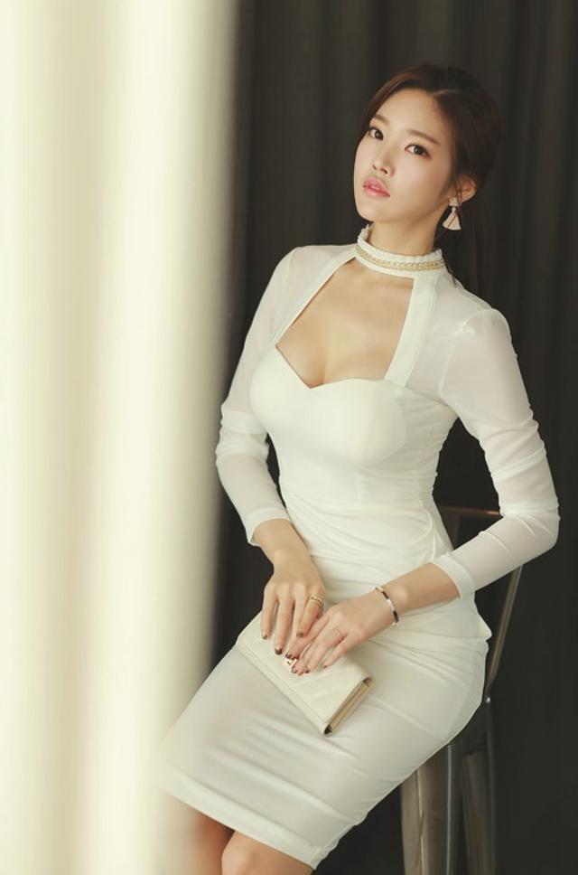 性感美女高领低胸爆乳白裙诱惑写真