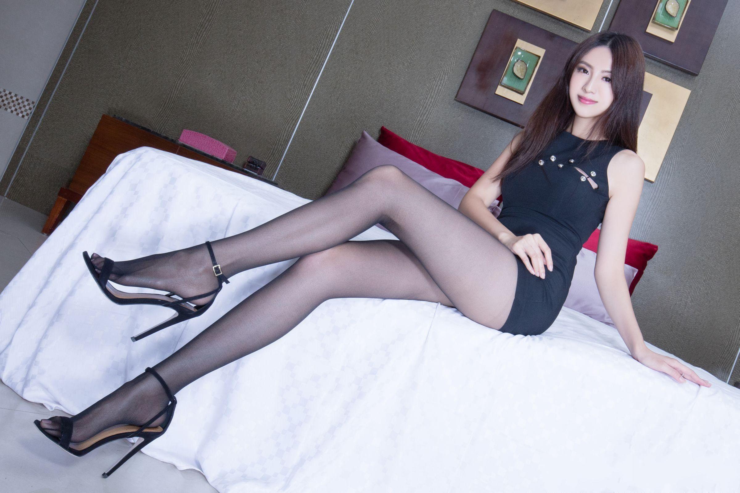 亚洲美女美脚图_亚洲美女vicni黑丝美腿翘臀诱惑高清美女写