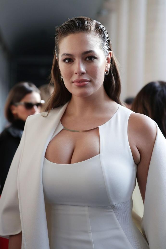 欧美性感大尺度美女视频_欧美巨乳美女性感时尚私拍图片