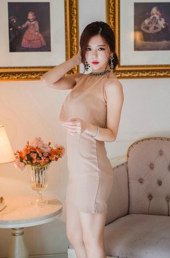 姐姐色站_知性美女姐姐性感裸色长裙性感人体私房照