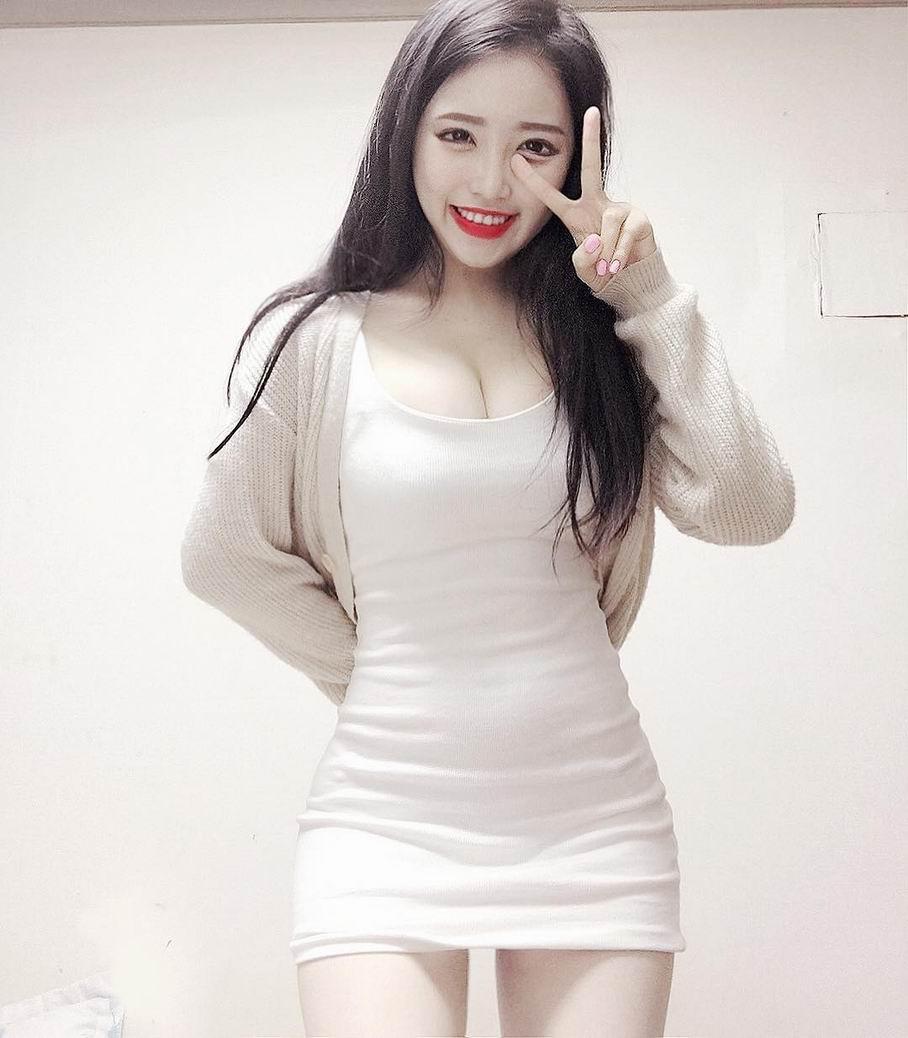 韩国大胸美女巨乳性感自拍图片
