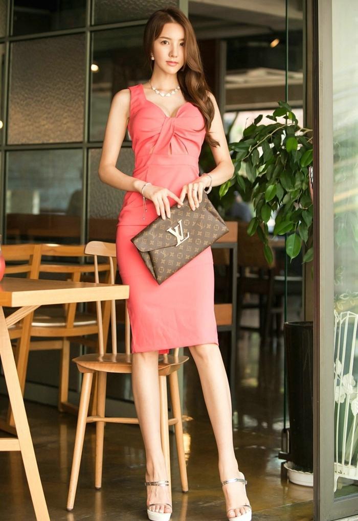 高颜值美女模特露肩好身材美女长腿写真