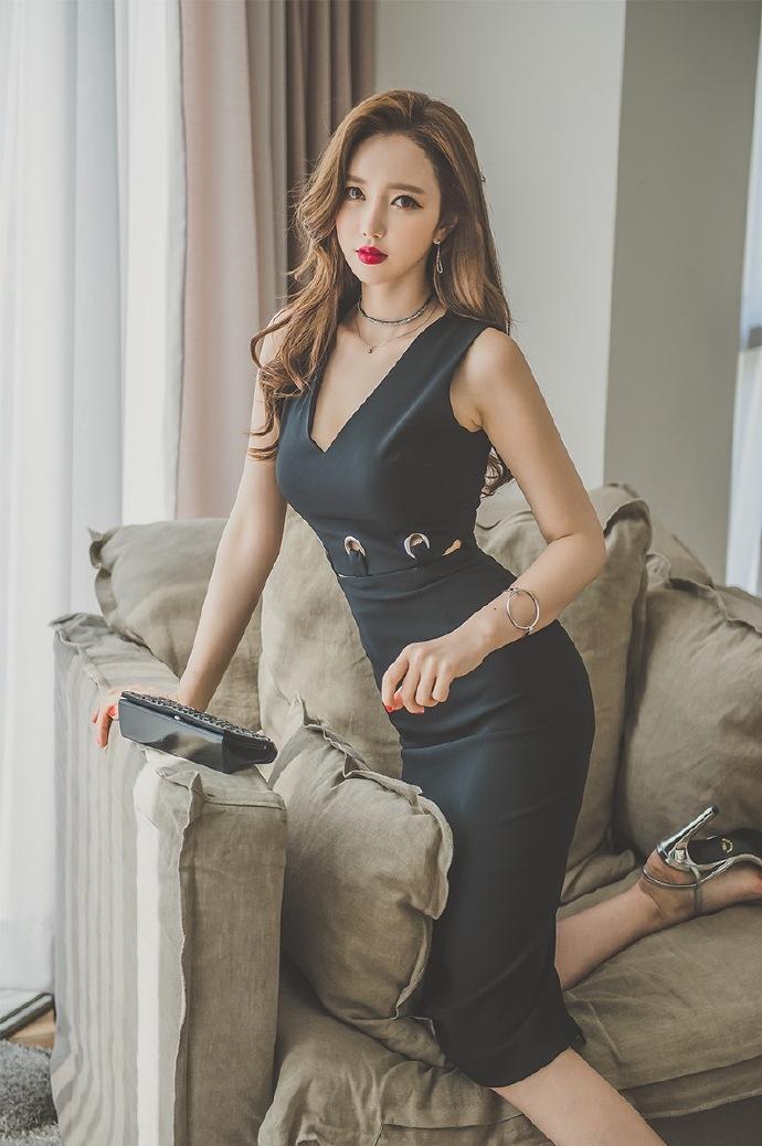 前凸后翘诱惑好身材的美女性感火辣图片