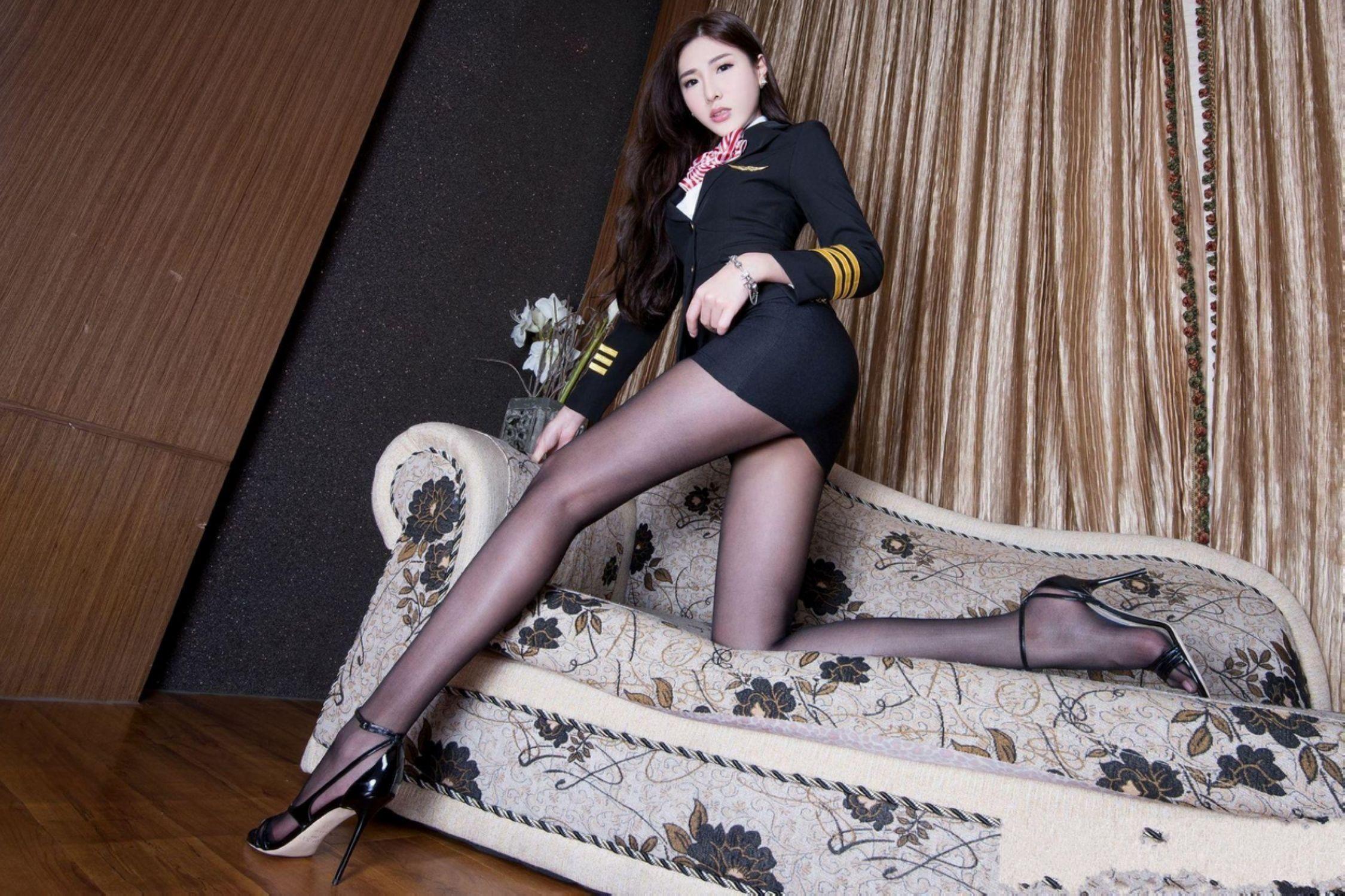漂亮中国空姐制服美女超大胆�_台湾美腿模特xin空姐制服诱惑大胆美女私密