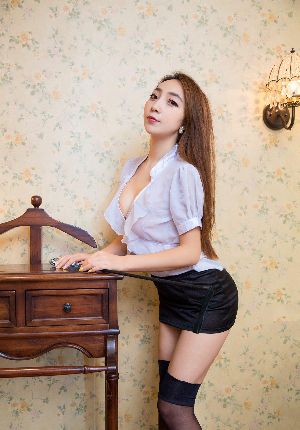 欧美黑丝制服_性感尤物黄歆苑黑丝美腿制服诱惑写真图片
