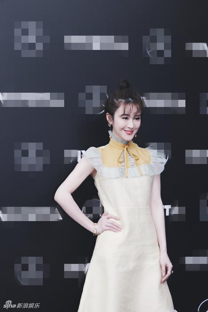 组图:林伊婷现身中国国际时装周 时尚首秀清新甜美图片