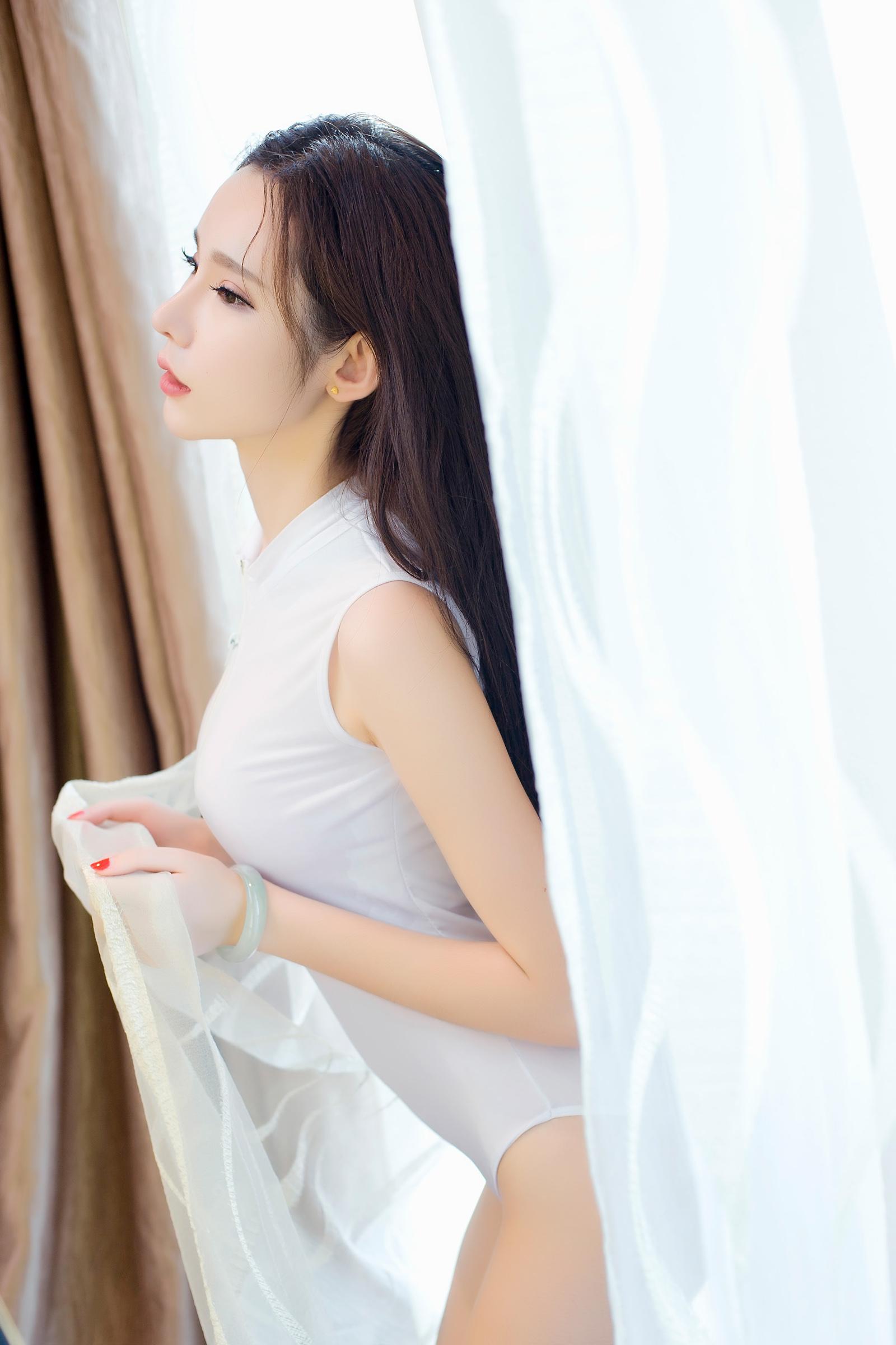 大胆露屄图_美女学生妹大胆胸器逼人性感私房写真