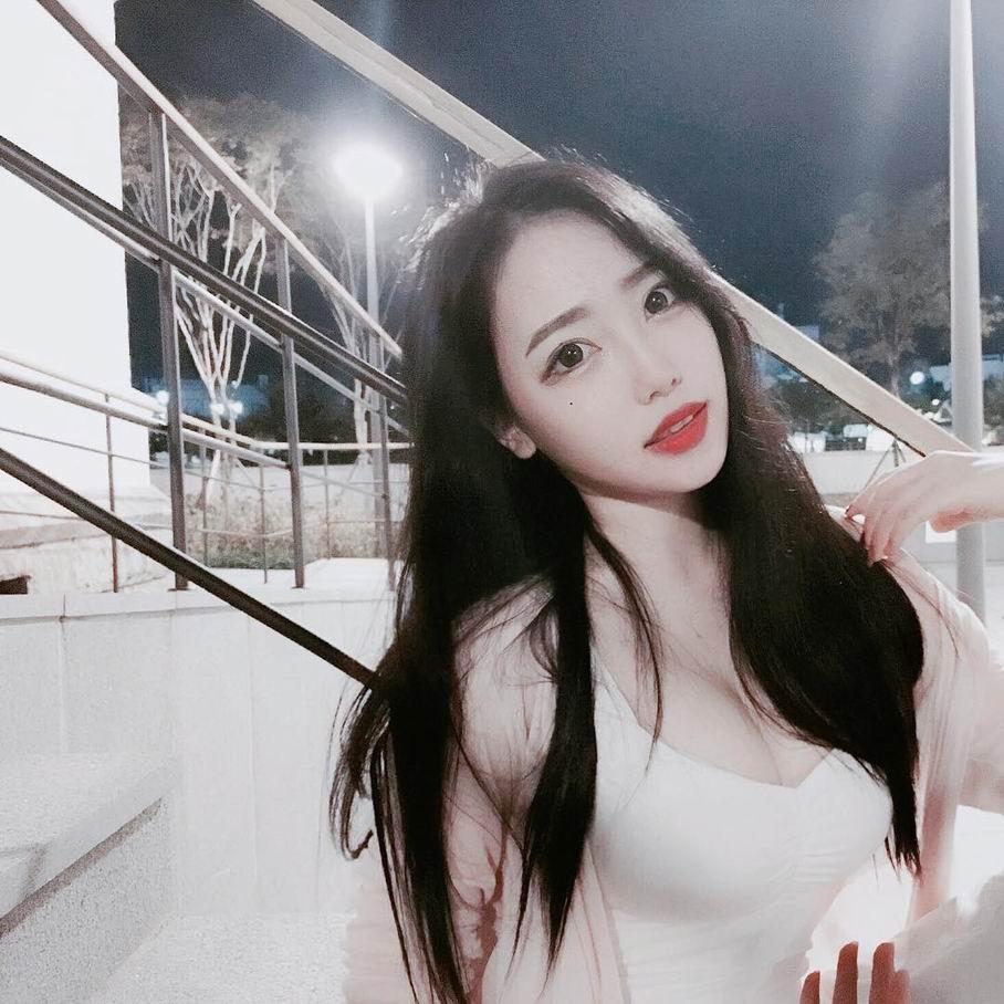 韩国大胸美女性感自拍图片