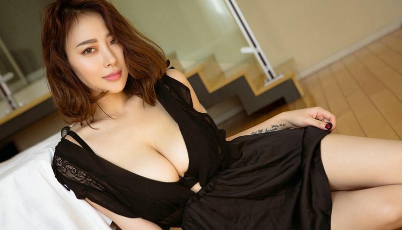 美女大胆乳房肉体_极品大胸美女爆乳乳房诱人大胆极度诱惑写真