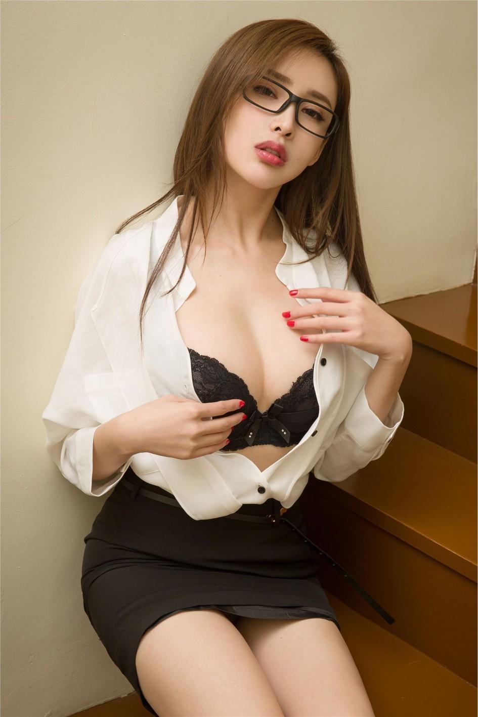 大奶女艺术_尤果网性感女秘书爆乳大奶妩媚诱惑人体艺术