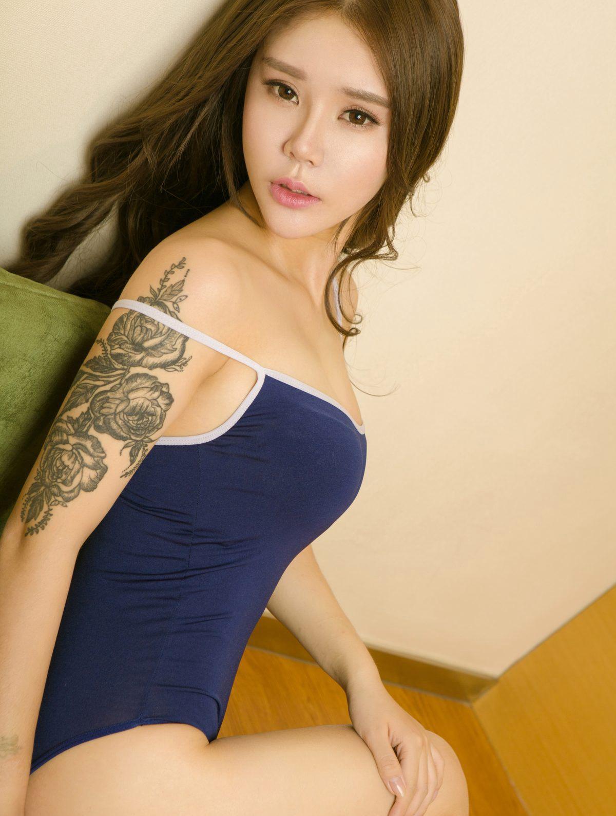 性感美女妈妈网新闻_纹身美女性感翘臀迷人写真_图片新闻_东方头条