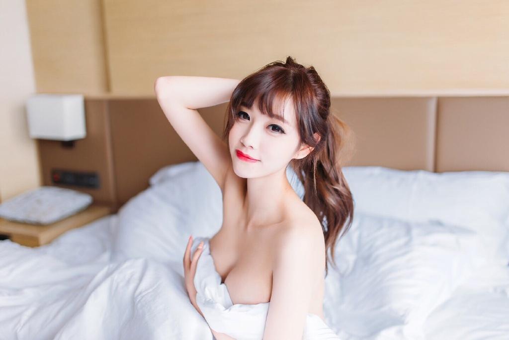 性感美胸爆乳美女酒店秀诱人乳沟写真