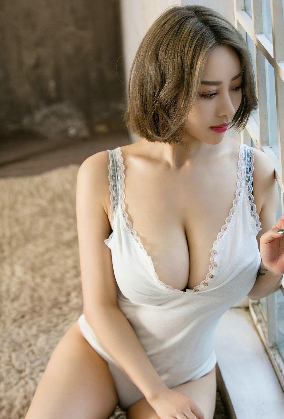 爆草大奶大穴美女_性感短发大胸美女爆乳大奶丰满喷血诱惑写真