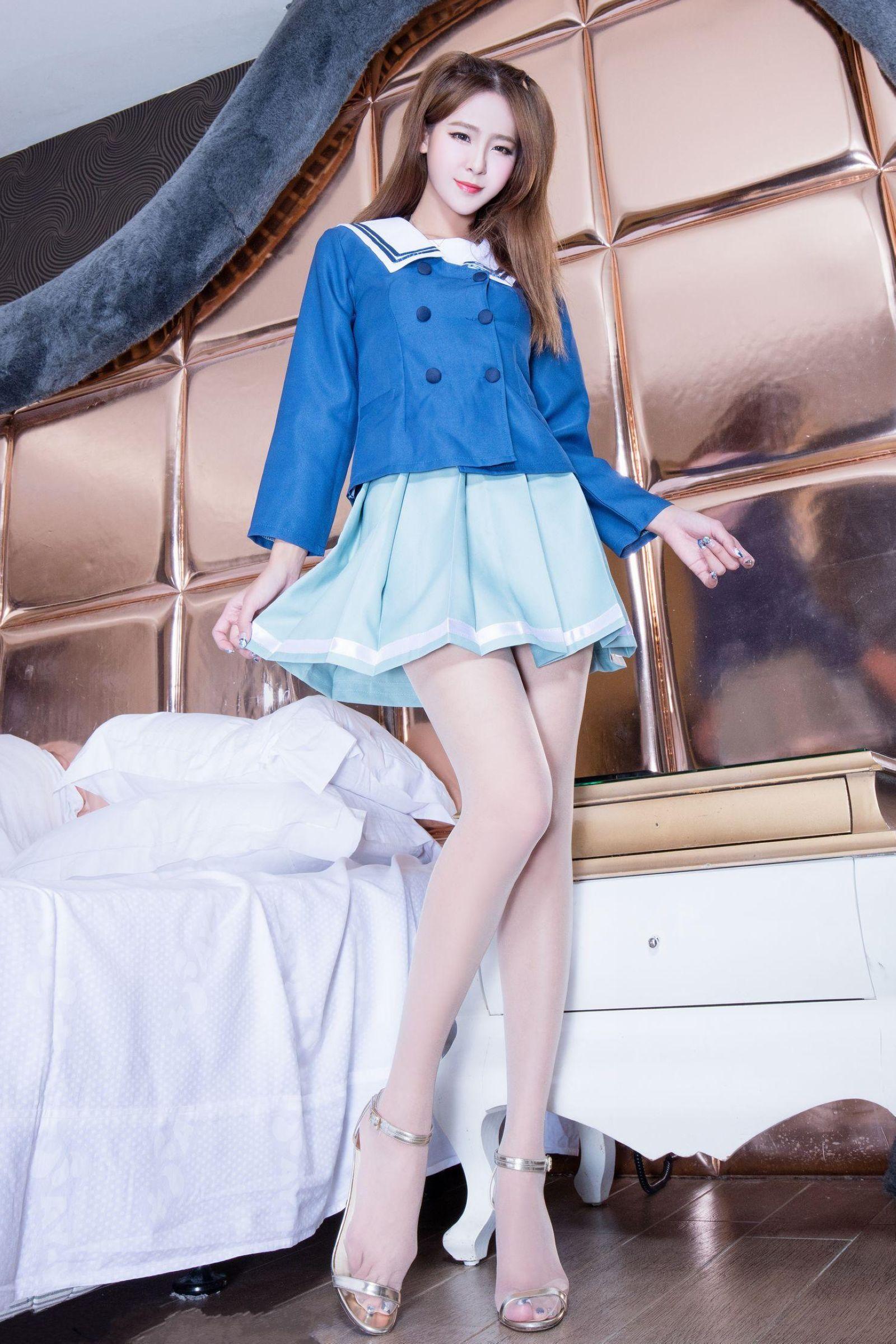 亚洲制服下载_亚洲美女腿模winnie肉丝美腿蓝色制服诱惑写