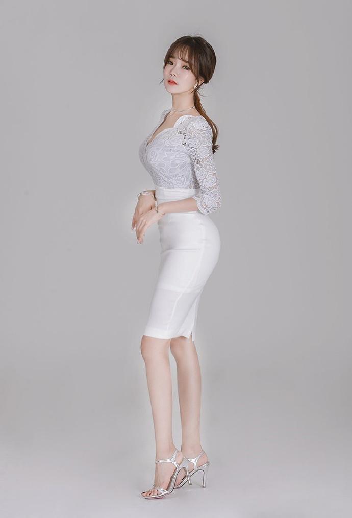 性感白领女秘书肉丝美腿大胆诱惑人体写真