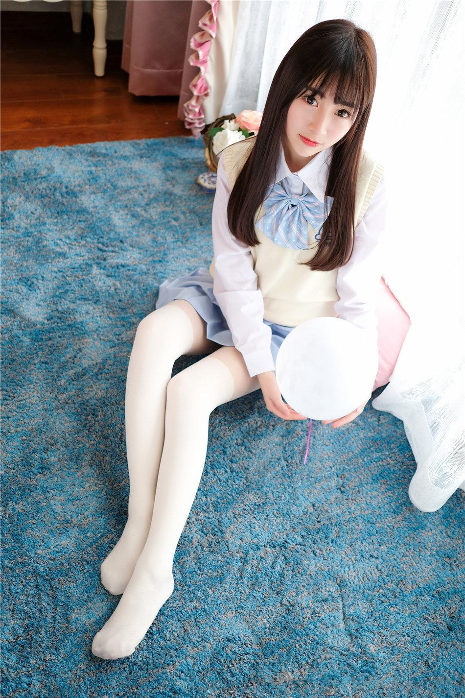 清纯美女丸子mayuki白丝美腿写真_图片新闻_东方头条